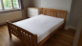 Double room in tidy house living with 2 young professionals
