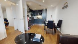 2 bedroom flat in The Oxygen, Western Gateway, London E16