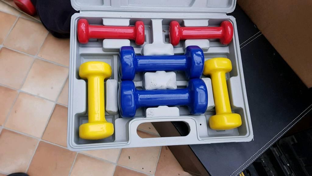 Dumbells and box 2 x 0.5kg 2 x 1.0kg 2 x 1.5kg