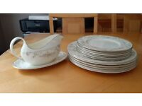 Royal Doulton, 6 Dinner and 6 Dessert Plates and Sauce Biat and Saucer