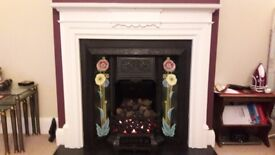 VICTORIAN STYLE FIRE PLACE WITH ELECTRIC FIRE.