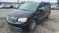 2011 Chrysler Town & Country Touring w/Leather