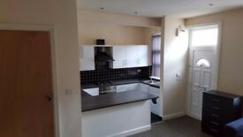 **TWO bedroom house, ONLY £475 a month, 5 mins from Bradford University!**