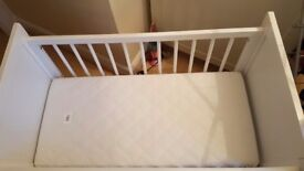 Rocking crib with mamas and papas mattress - excellent condition !!