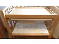 Baby Changing Unit with Bath and Mat. Mammas and Pappas