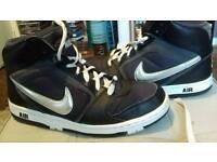 NIKE AIR TRAINER BOOTS SIZE 6