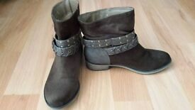 New 'NEW LOOK' boots for sale
