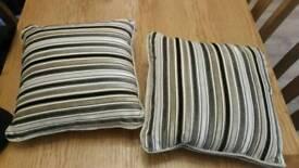 2 small cushions