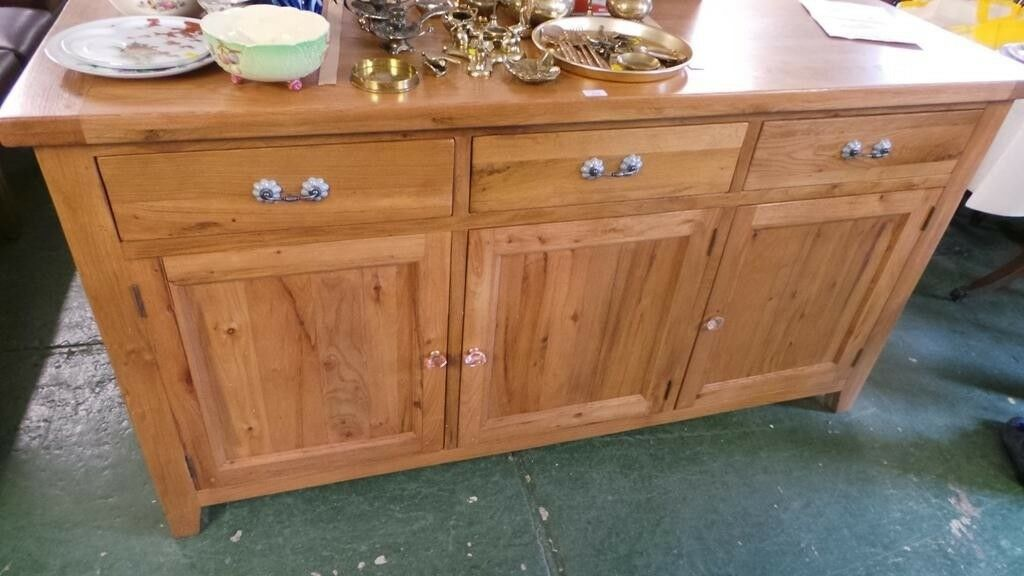 Extra Large Solid Oak Sideboardexcellent Conditionwe Can Deliver