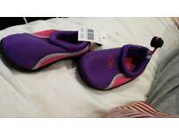 Beach shoes size 5.5