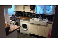 All bills included, 1 unfurnished room in 2 Bedroom flat - Adel
