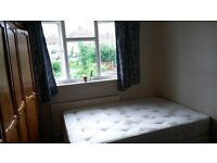 Large Single Room for Female Houseshare in London Central Line near Hainault 15 mins to Stratford