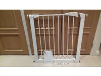 Mothercare safety gate pressure fit - very good condition