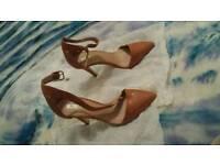 BRAND NEW UNWORN Beige color Ladies Heels Size 3
