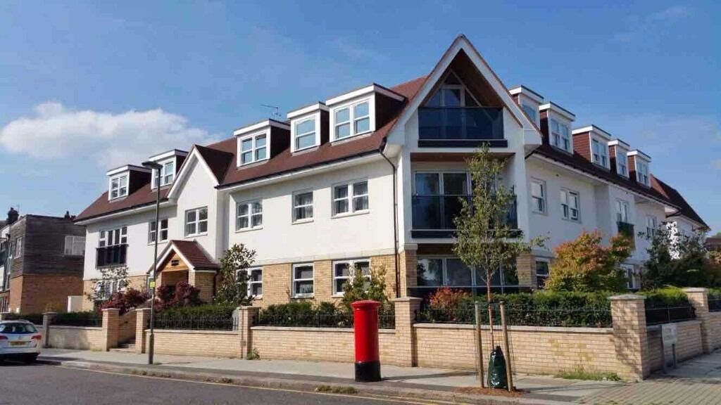 Stunning 2 double bedroom apartment in modern block situated close to Totteridge Tube Station