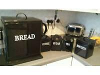 New black bread bin set unused..