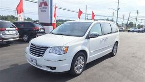 2010 Chrysler Town & Country LTD LOADED FOR $136 B/W