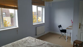 Double Room to Let in 3 Storey Townhouse - Corsham
