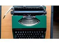 ClassicSilver-Reed Kadette 2 manual type writer