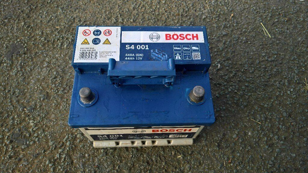 bosch s4 001 car battery 12v 44ah 440a uk shipping in seaham county durham gumtree. Black Bedroom Furniture Sets. Home Design Ideas