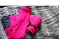 Ski gloves and trousers