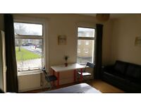 IT CAN'T GET BETTER THEN THIS !!! DOUBLE ROOM IN ANGLE JUST BY THE TUBE STATION * AMAZING HOUSE !!!