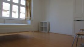 Amazing large double rooms ,zone 3, 3 min walk to railstation,free parking,bills&wifi included