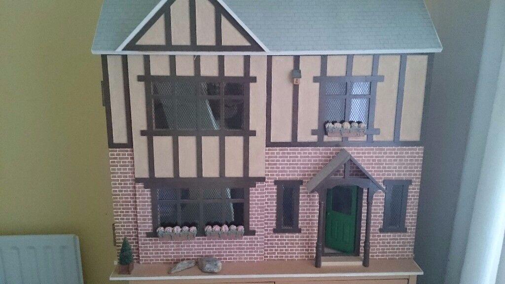 Dolls emporium dolls house , excellent condition