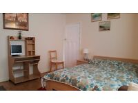 New Malden. Clean Double room (furnished) lwith own bathroom (toilet & shower)