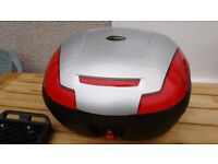Motorcycle top box with mounting plate. Lockable, quick release button, good condition