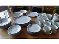 Beautiful Royal Doulton Dinnerservice with Tea Set too