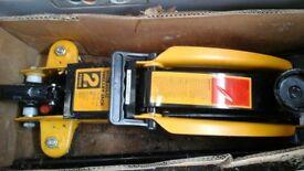 Hydraulic car jack 2 tonne (Halfords)