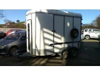 Horse box/trailer (2 horse compartment)