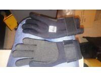 2 x bcd valves & neoprene 5mm small gloves