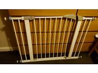 Lindam baby gate with 2 extensions