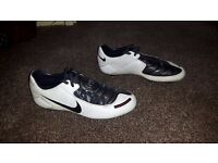 Nike Total 90: Size 8.5 Full Metal Studded Football Boots - White, black and red