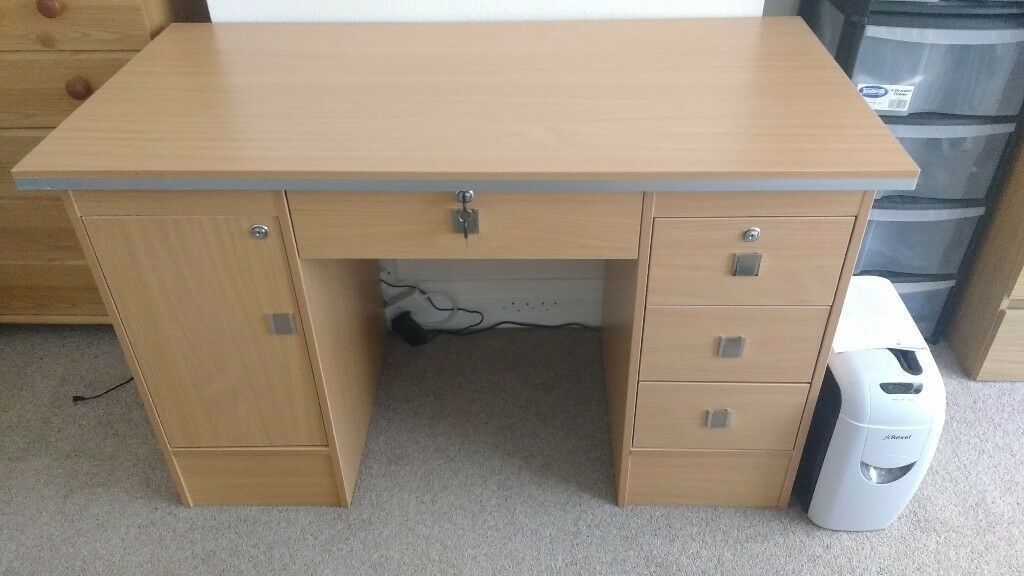Office desk HALF PRICE GREAT CONDITION / bought for 100, selling for 50