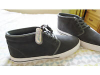 MENS DESSERT BOOT STYLE- SHOE NEW IN BOX SIZE 10