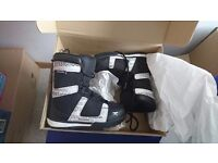 Rossignol Black Snowboarding/Snow Boots Size 1 Like New and Bag