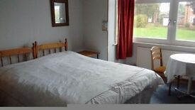 Double room in non smoking pet free family home
