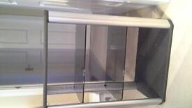 Display unit with 3 glass shelves, good condition