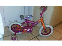 girls pink bike with stablizers