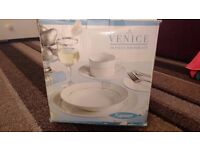 Brand New Boxed Rayware Venice Platinum 20 Piece Dinner Set