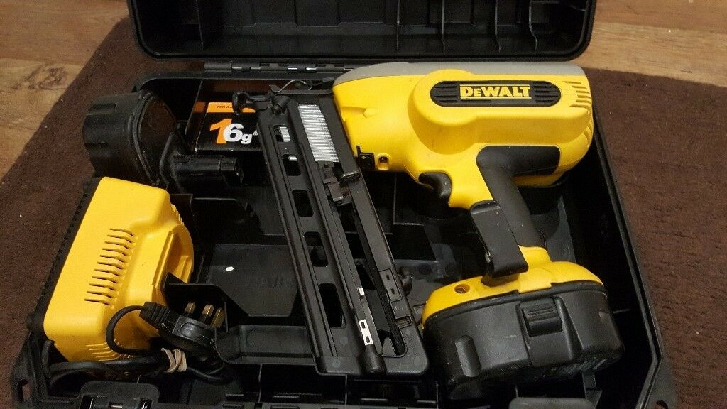 Dewalt DC618 nail gun cordless 18v | in Putney, London | Gumtree