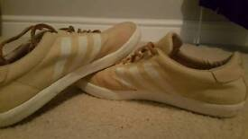 Mens adidas trainers size 8 cream