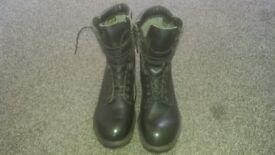 *****REDUCED FOR QUICK SALE****GORE-TEX MILITARY PATROL BOOTS SIZE 9M