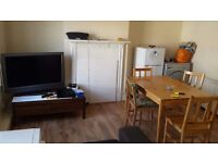Single room with double bed available now in tooting