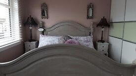 Beautiful shabby chic/ Vintage painted grey 5' bedframe