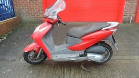 Honda Dylan Scooter - Red (ses125)