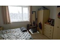 BIG DOUBLE ROOM BROCKLEY FRIENDLY SHARE